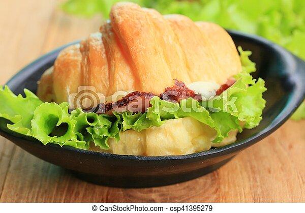 Croissant - csp41395279
