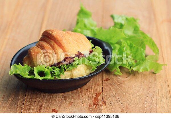Croissant - csp41395186