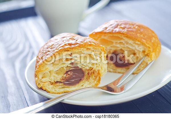 croissant - csp18180365