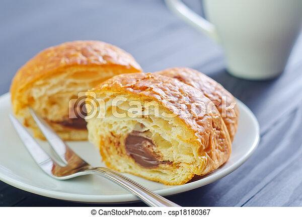 croissant - csp18180367