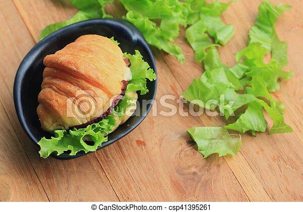 Croissant - csp41395261