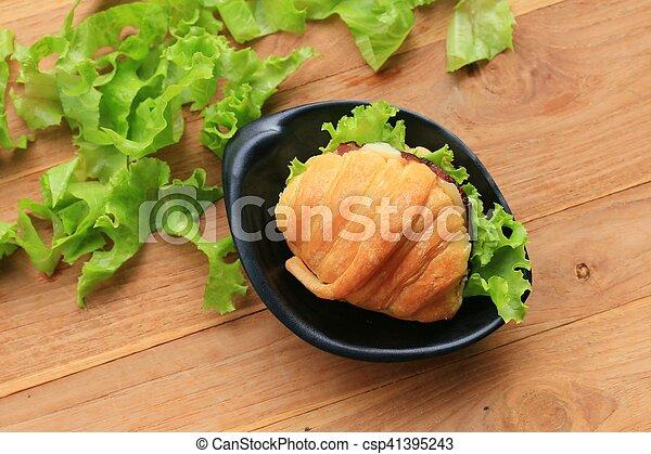 Croissant - csp41395243