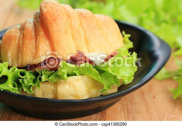 Croissant - csp41395290